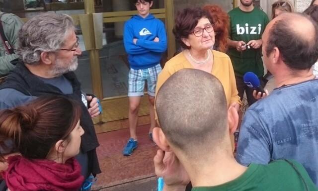Discussion entre Bizi et Colette Capdevielle