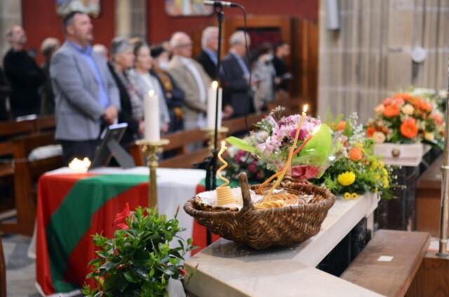 L'ezko déposé à l'église Saint-André lors de la cérémonie des obsèques de Mattin Larzabal, le samedi 6 juin à Bayonne. © Kepa Etchandy (http://ibaifoto.com)