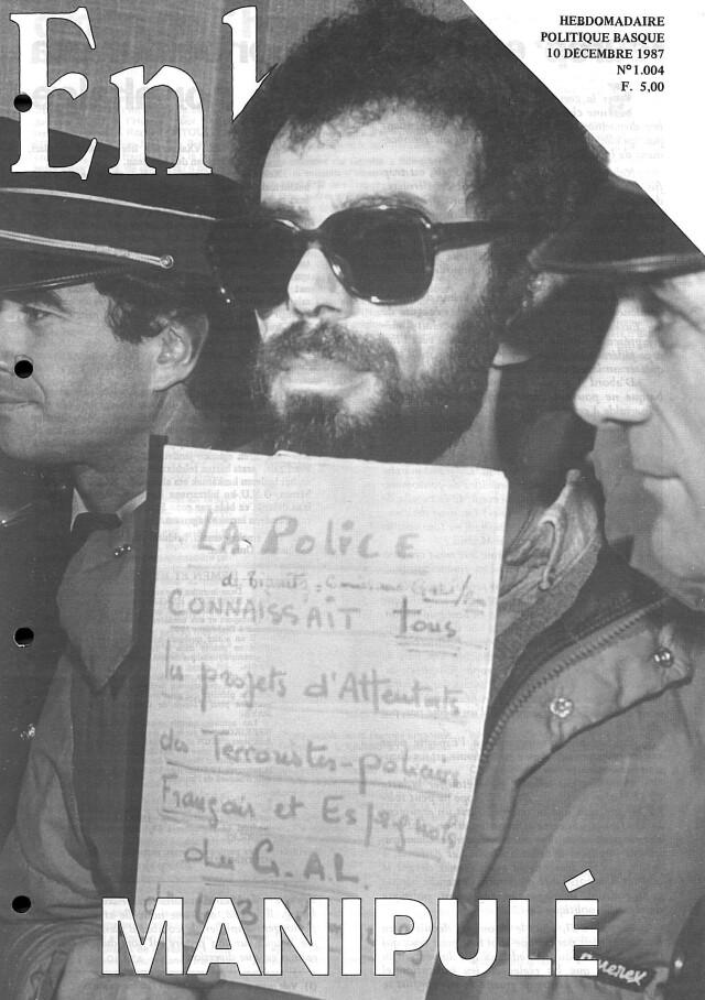 Photo de Mohand Talbi à son procès, portant le panonceau : GAL, la police française savait (une d'Enbata)