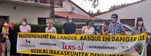 Euskal Konfederazioa eta irakaskuntza elkarteak prentsaitzinekoan Irailaren 10ean Hiriburuko Basté-Quiéta eskolaren aitzinean