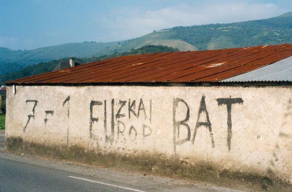 Graffiti des années 60 entre Mauléon et Tardets