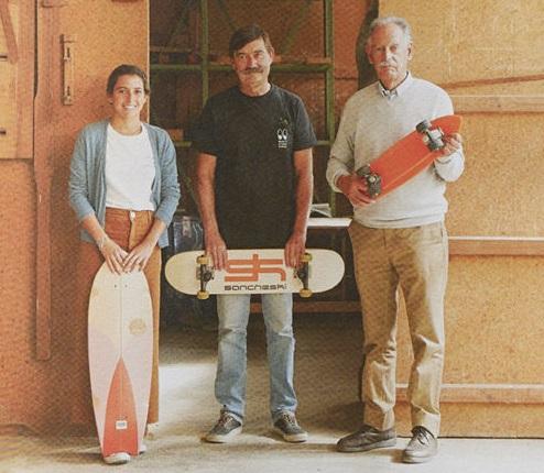 Sancheski Irristailua: Javier eta José Maria Sanchez, Itziar Sanchez oraingo enpresaburuaren ondoan.