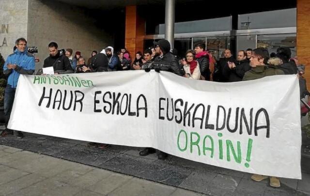 Les parents d'élèves d'Antsoain réclament des enseignants euskaldun