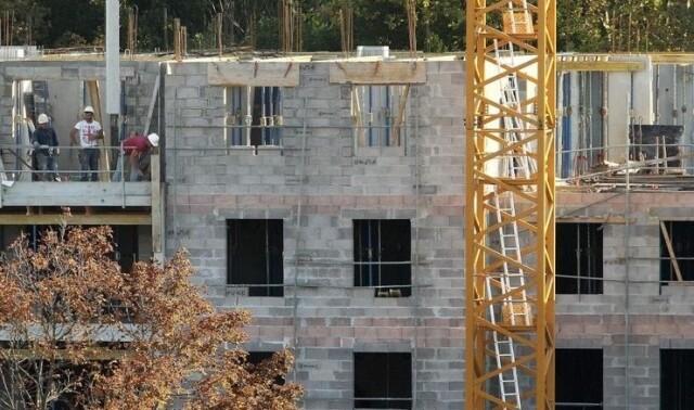 La construction de 20.000 résidences secondaires supplémentaires en Pays Basque nord entérine la primauté du droit d'avoir deux logements avant celui d'en avoir un.