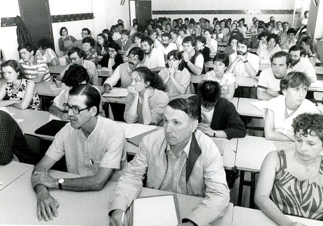 Udako Euskal Unibertsitatean (UEU), Uztaritzen, 1985ean, Julen Madariaga, ondoan Erramun Bachoc.