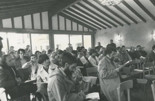 Aux Assises abertzale du 29 octobre 1978 qui lancent le mouvement Izan, au premier plan, Iulen Madariaga.
