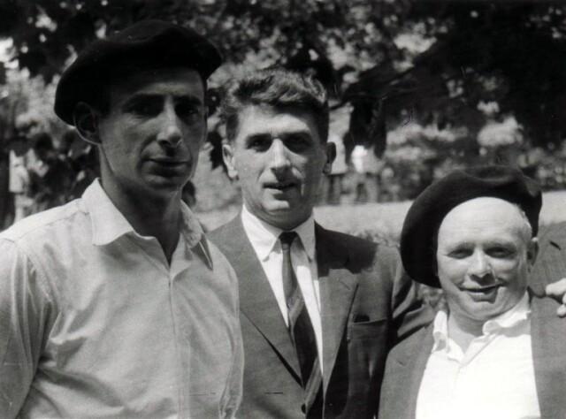 Xalbador (à gauche), Mattin (à droite) et au centre Michel Labéguerie (1921 - 1980) : cliquer sur l'image pour voir sa présentation sur le site 'EKE-ICB.