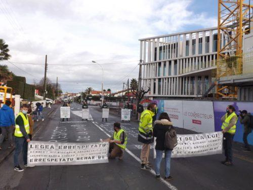 Action de désobéissance civique devant le Connecteur à Biarritz.