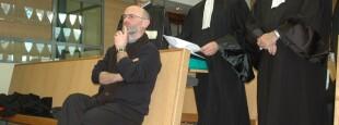Michel et deux de ses avocats, Joseph Montier et Jean-René Etchegaray lors du procès de Laborantza Ganbara au tribunal de Bayonne (© Angela Mejias)