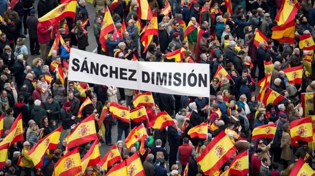 Le 13 juin à Madrid, des dizaines de milliers de manifestants contre les grâces accordées aux souverainistes catalans.