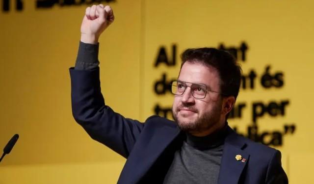 Pere Aragonès, diplômé de Harvard, ancien Ministre de l'économie du gouvernement catalan, chef actuel du gouvernement.